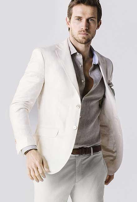 米白色西服