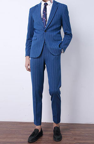蓝色条纹西装
