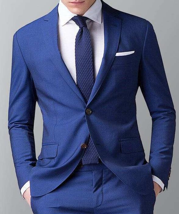 深蓝色西服