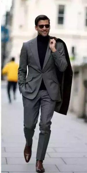 高领羊毛衫搭配西服
