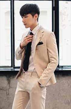 浅棕色西服