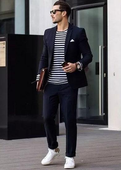 西服套装搭配小白鞋