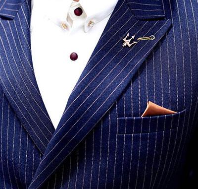 深蓝色条纹西装
