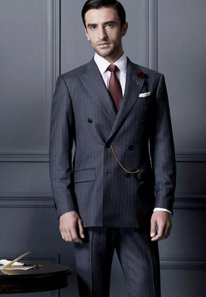 条纹西装和纯色西装哪个正式